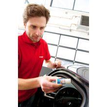 Zabezpieczanie uszczelek samochodu za pomocą Sztyftu do uszczelek Sonax