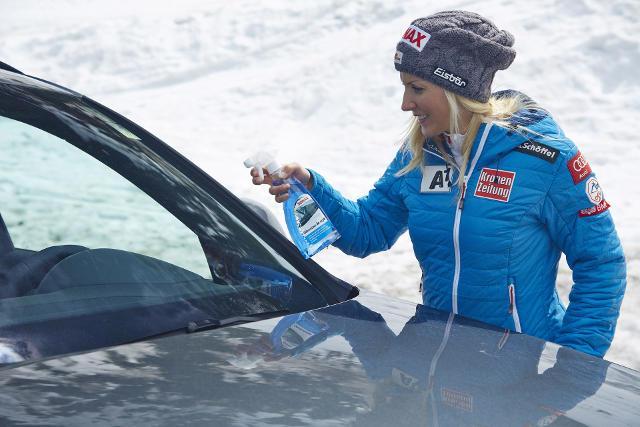Jak skutecznie odśnieżać samochód